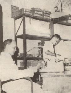 J.B. Oetoro alias Gareng, pegawai all-round adalah satu di antara dua karyawan Biro Dokumentasi. Satunya lagi, Christ Henggi, tidak tampak dalam foto