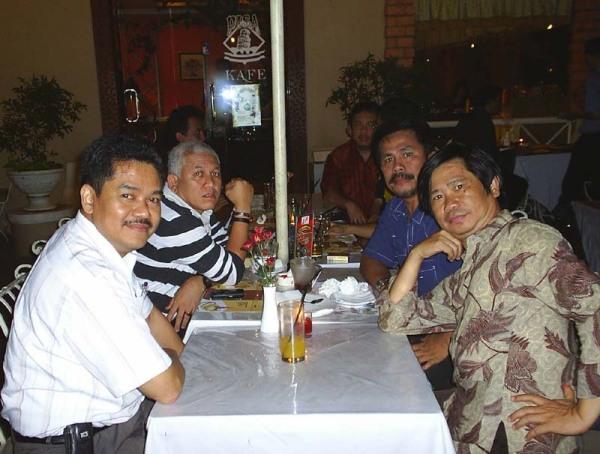 depan: Abdillah Radhi dan Handoyo Pranajaya
