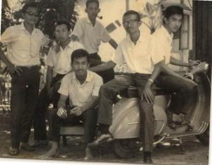 Yap Hwie Yang (no.2 dari kanan)