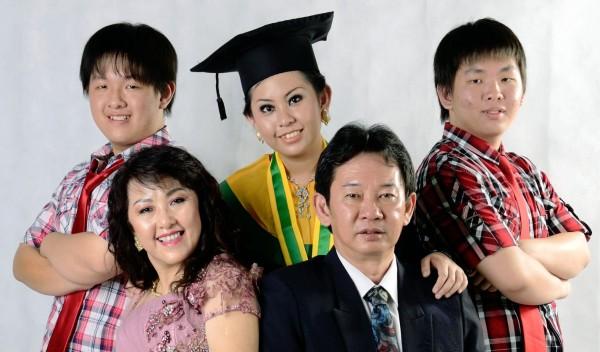 keluarga dokter wini